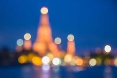 Defocused Unschärfe bokeh Hintergrund Wat Arun Temple in Bangkok Thailand mit Chaopraya-Fluss Lizenzfreie Stockfotografie