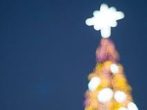 Defocused Weihnachtsbaum, abstrakter Hintergrund Stockfotos