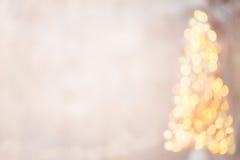 Defocused Weihnachtsbaumschattenbild mit unscharfen Lichtern Lizenzfreie Stockfotos