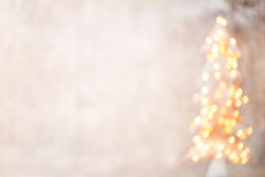 Defocused Weihnachtsbaumschattenbild mit unscharfen Lichtern Lizenzfreies Stockfoto