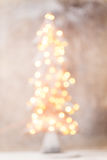 Defocused Weihnachtsbaumschattenbild mit unscharfen Lichtern Stockbilder