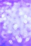 Defocussed viola astratto illumina la priorità bassa Fotografia Stock