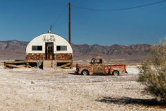 Defunct laundromat and truck Stock Photography