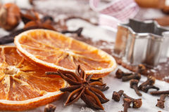 Deg för den julkakor, krydda och ingrediensen för stekhet pepparkaka royaltyfri fotografi