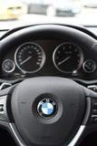 Deggendorf Tyskland - 23 APRIL 2016: inre av en BMW x4 serie 2016 SUV under den lyxiga bilpresentationen i Deggendorf Arkivfoton