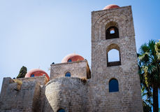 Degli Eremiti San Giovanni: арабская архитектура в Палермо, Сицилии стоковые изображения rf
