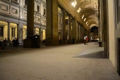 Degli Uffizi de puits par nuit Images stock