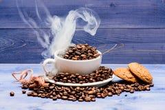 Degré de grain de torréfaction Menu de boissons de caf? Grains de caf? r?tis frais Caf? pour la charge d'inspiration et d'?nergie image libre de droits