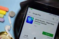 Degré de sécurité 2019 d'APU - virus propre, antivirus, appli de réalisateur de propulseur avec l'agrandissement sur l'écran de S photos stock