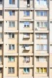 Degraderade lägenheter i tornbyggnad Royaltyfri Bild