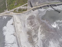Degraderade landskapmineraler bryter i söder av Polen Förstört l Arkivbilder