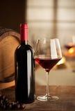 Degustación de vinos en el restaurante Fotos de archivo