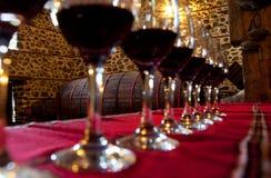 Degustation del vino rojo de los vidrios Imagen de archivo libre de regalías