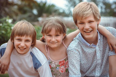 Dei bambini che giocano nel parco Fotografia Stock