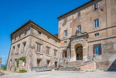 Dei Borgia van Rocca van de Borgia` s Vesting in Subiaco in een de zomerochtend, provincie van Viterbo, Lazio, centraal Italië stock afbeeldingen