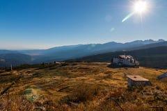 ` Dei laghi Rila del ` sette della capanna ed il panorama meraviglioso della montagna di Rila, Bulgaria Fotografie Stock Libere da Diritti