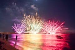 长处dei Marmi意大利烟花海滩  免版税库存图片