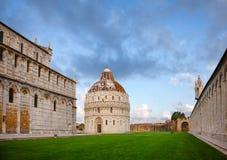 Dei Miracoli aka Аркада del Duomo аркады в Пизе Тоскане Италии стоковое фото rf