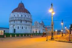 Dei Miracoli da praça com a torre inclinada de Pisa Fotos de Stock Royalty Free