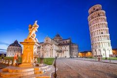 Dei Miracoli de la plaza con la torre inclinada de Pisa Fotos de archivo