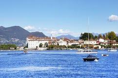 Dei Pescatori de Lago Maggiore y de Isola visto de la orilla de la ciudad de Stresa Lago Maggiore, Italia, Europa, extremo octubr Fotos de archivo libres de regalías