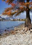 Dei Pescatori de Lago Maggiore y de Isola visto de la orilla de la ciudad de Stresa Lago Maggiore, Italia, Europa, extremo octubr Imagen de archivo libre de regalías