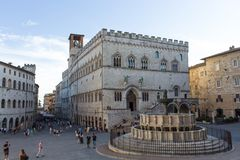 Dei Priori e Fontana Maggiore di Palazzo di Perugia fotografia stock libera da diritti