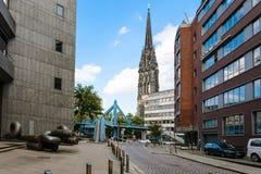 Deichstrasse圣尼古拉斯教会街道和看法  库存图片