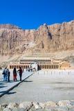 Deir-el-Bahari Thebes, Egypten Februari 18, 2017: Sikt av fa Arkivbild