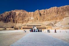 Deir-el-Bahari Thebes, Egypten Februari 18, 2017: Sikt av ten arkivbilder