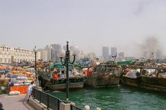 Deira Dubaj i rzep: Zatoczka - towary - wysyłka zdjęcie stock