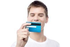 Deixe-me olhar a validez do meu cartão! Imagens de Stock