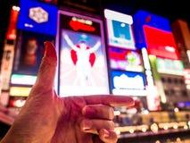 Deixe o ` s ir símbolo da mão esquerda com o billbo macio do fundo do foco Imagem de Stock