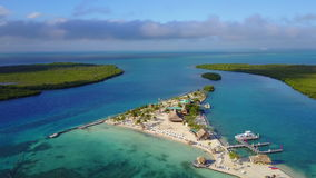 Dejar la costa de la isla almacen de metraje de vídeo