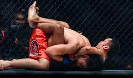 Dejdamrong Sor Amnuaysirichoke Tajlandia i Joshua Pacio Filipiny w Jeden mistrzostwie Obraz Stock