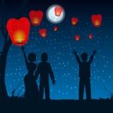 Deje a la gente siluetear las linternas del cielo en el cielo libre illustration
