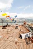 Dek van artilleriekruiser Mikhail Kutuzov in de haven van Novorossiysk Royalty-vrije Stock Afbeeldingen