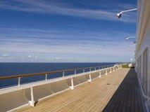 Dek van een cruise op een zonnige dag Royalty-vrije Stock Afbeelding