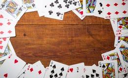 Dek van kaarten als grens worden gebruikt die Stock Afbeeldingen