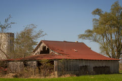 Dekadenta gamla Gray Barn Royaltyfri Bild