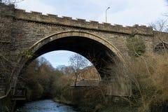 Dekan Village Bridge mit Fluss, Wasser von Dekan lizenzfreies stockbild