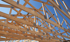 Dekarstwo budowa Drewniana Dachowa Ramowego domu budowa Zdjęcia Stock