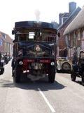 Dekatyzuje napędzanego pojazd przy d dnia świętowaniami w typowej Hampshire wiosce w Anglia fotografia stock