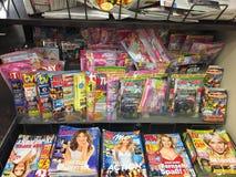 Dekkingspagina's van tijdschriften stock foto's