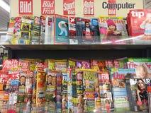 Dekkingspagina's van tijdschriften stock afbeeldingen