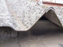 Dekkingsplaten die asbest bevatten stock foto