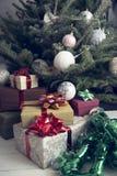 Dekor des neuen Jahres in den traditionellen Farben Stockfotografie