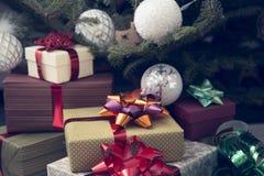 Dekor des neuen Jahres in den traditionellen Farben Lizenzfreie Stockbilder