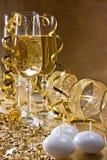 dekoracj szampańscy szkła złoci trzy w Fotografia Royalty Free