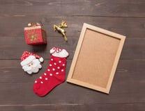 Dekoracja święto bożęgo narodzenia i obrazka rama jest na drewnianym Fotografia Stock